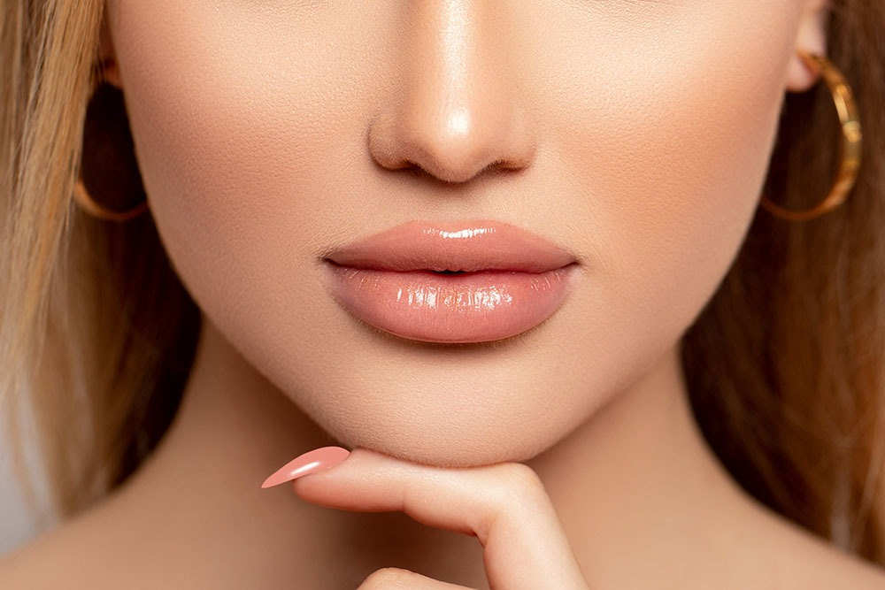 woman with lip fillers